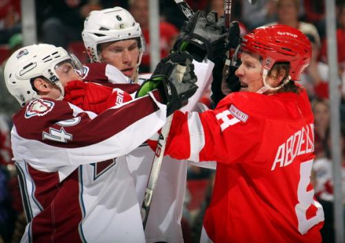 Avs Edge Red Wings 4-3 To Win Third Straight