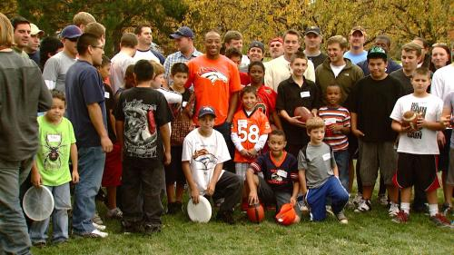 Broncos' Chris Harris Talks To Kids About Having A Mentor
