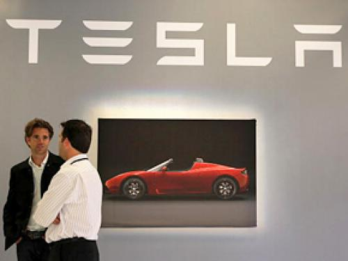 Tesla Accused Of Operating Illegal Showrooms In Four States